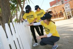 crystal-cove-volunteers-yellow